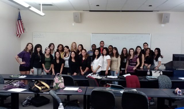 FOTO ALUMNOS DE LA UNIVERSITY OF CENTRAL FLORIDA DE ORLANDO