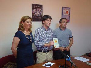 El IVAJ y el ayuntamiento de Almoradí impulsan los programas juveniles de Carnet Jove y EmprenJove