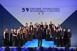 'La ausente' se oyó en  las Eras de la Sal en la primera noche de la fase de competición coral