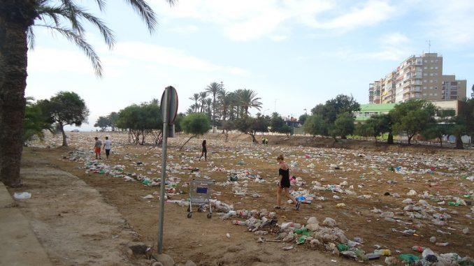 macrobotellón basura
