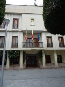 El acto de la Constitución de Almoradí se celebra por primera vez en el centro cultural