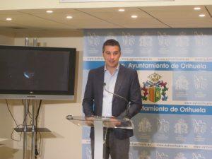 Urbanismo da otro paso para regularizar las viviendas ilegales de Orihuela