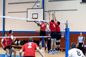El Voleibol Almoradí vence al Voleadores de Cieza y se consolida en la primera posición