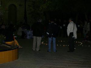 Un centenar de persona recuerdan a las víctimas mortales del machismo