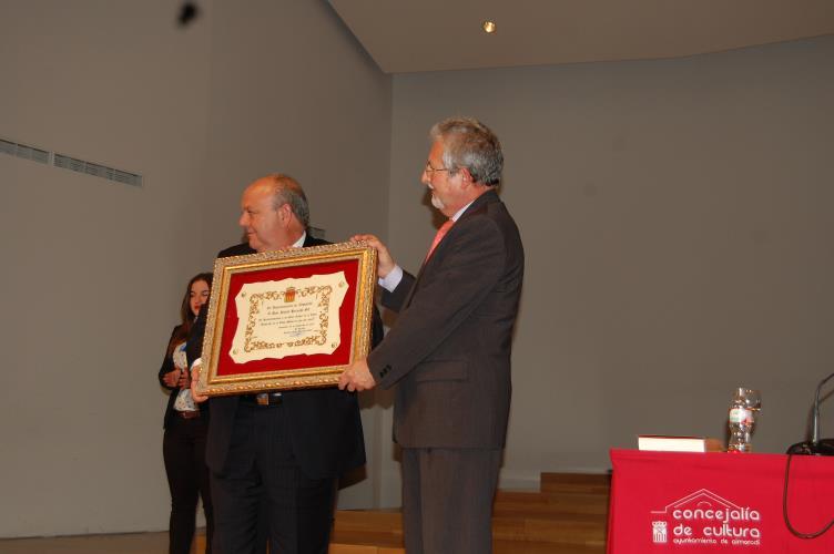 Diploma autor libro Historia Almoradí 2dic2013