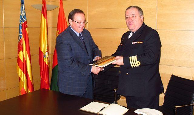 Capitan de Navio Jose Carlos Martinez Losada y el alcalde de Pilar de la Horadada