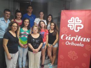 Alumnos del IES El Palmeral donan a Cáritas los beneficios de su proyecto empresarial