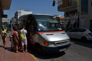 El servicio de transporte urbano de Guardamar actualiza y repara todos los puntos información al ciudadano
