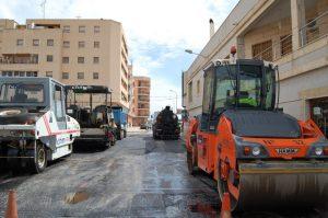Almoradí renueva el asfaltado de sus calles con 240.000 euros de la Diputación