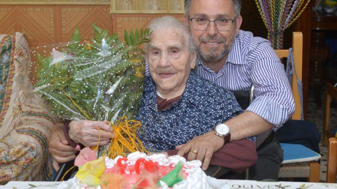 Mora 102 años 6may15