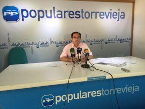 Joaquín Albaladejo acusa al equipo de gobierno de hundir la imagen de Torrevieja