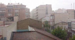 La lluvia hace acto de presencia en Torrevieja y en muchos puntos de la Vega Baja