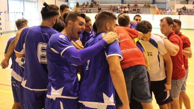 Los jugadores de Francisco Vera se conjuran antes del partido 1