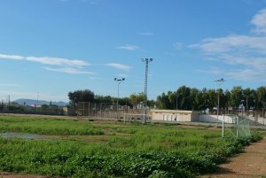 """El PP de Almoradí denuncia """"dejadez"""" en el campo de fútbol de El Saladar"""
