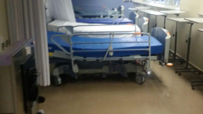 pasillo cama hospital