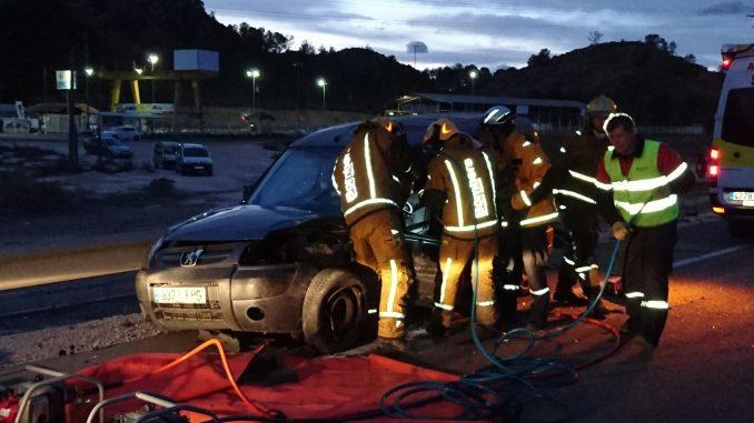 bomberos rescate coche