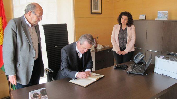 firma director general economía marzo 2016