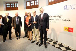 César Sánchez resalta la importancia de la Costa Blanca como pieza clave para el éxito turístico de España