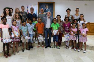 Doce niños saharauis llegan a Torrevieja con el programa 'Vacaciones en Paz'