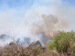 Los bomberos extinguen un incendio en Orihuela Costa