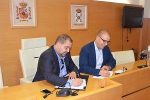 Daya Vieja firma el acta de recepción de las obras del camino 'Las arenas'
