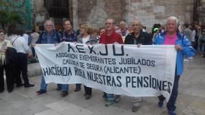 Los emigrantes jubilados de la Vega Baja reivindican sus derechos en Valencia