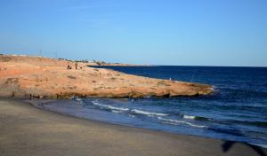 Hallan el cadáver de un hombre flotando en la playa Cala Mosca