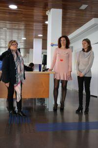 La Oficina de Turismo de Torrevieja se adapta a las personas con discapacidad visual