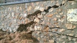 Comienzan los trabajos de reparación del muro del Paseo de la Mata afectado por el temporal