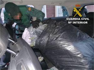Detienen a un hombre en Los Montesinos que transportaba 21 kilos de cogollos de marihuana