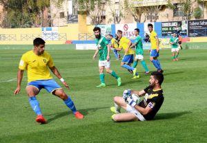Fran Martínez seguirá defendiendo los colores del Orihuela C.F.