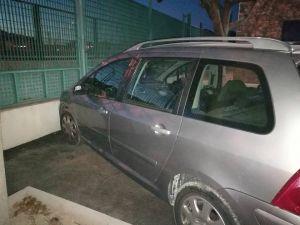 Detienen a un conductor ebrio  tras chocar contra un muro y preguntar a los policías si tenían habitaciones libres