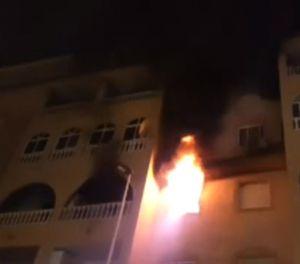 Los bomberos sofocan un incendio en una vivienda de Torrevieja