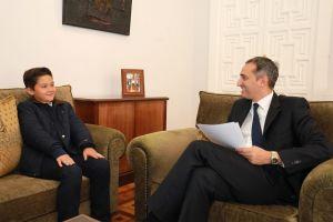 El presidente de la Diputación recibe al joven músico Alexandro de Gracia