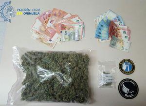 Detienen en Orihuela a cuatro personas que llevaban 300 gramos de marihuana en el coche