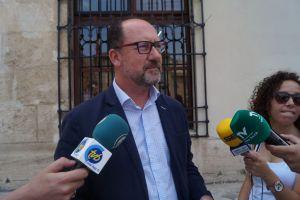 El alcalde dice que no llevará a Pleno un nuevo escudo sin consenso