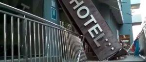 Susto en Torrevieja tras derrumbarse la marquesina de un hotel