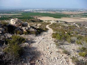 Benejúzar regula el uso excursionista y deportivo de su sierra