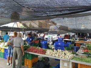 El mercado de los martes recibe un centenar de peticiones de vendedores para instalarse en el centro de Orihuela