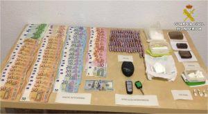 La Guardia Civil detiene en Torrevieja a once personas por tráfico de drogas en varios locales comerciales