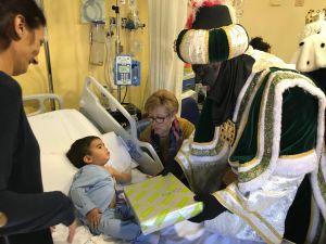 La magia de los Reyes Magos invade el Hospital Vega Baja