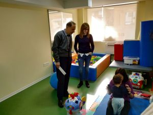 El director general de Diversidad Funcional visita el Centro de Atención Temprana de Bigastro