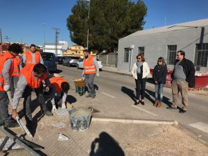 Almoradí emplea a 30 personas en un taller que prevé mejorar todo el término municipal