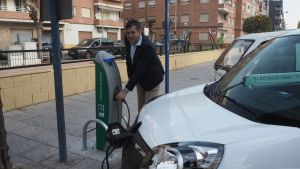 Orihuela ya cuenta con cinco puntos de recarga para vehículos eléctricos
