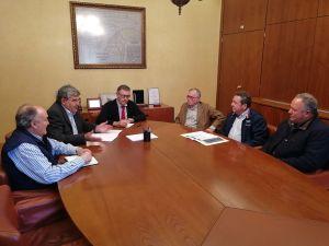 El presidente de la CHS se reúne con los regantes de la Vega Baja para reducir la presencia de plásticos en el río Segura