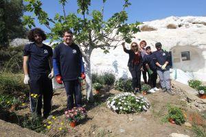 Trabajadores de ADIS comienzan los trabajos de mejora del entorno de las cuevas del Rodeo