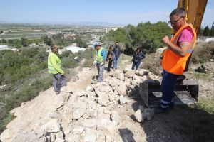 Los trabajos en la antigua ciudad dejan al descubierto los restos del trazado original de la  muralla