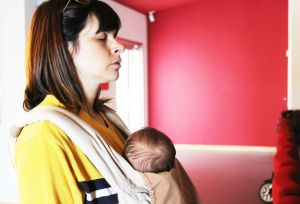 El Hospital de Torrevieja realiza hipnoterapia para mejorar la gestión emocional de las madres