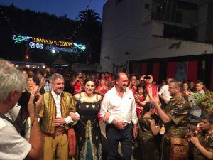 Los festeros oriolanos arropan a la Armengola, Gloria Quesada, en su recepción