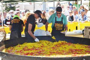 Gastronomía y convivencia en el primer acto de las fiestas de verano en Ciudad Quesada